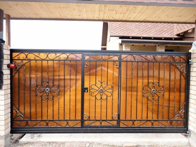 Откатные ворота металлические с поликарбонатом